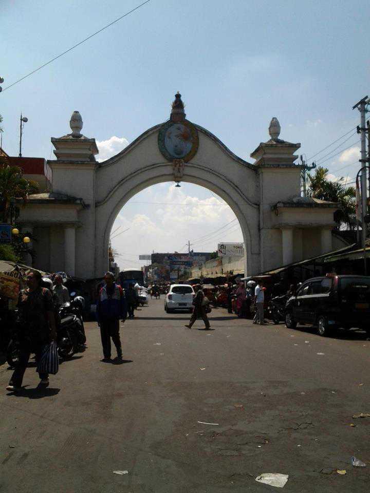 gerbang pembatas wilayah kraton dengan pasar klewer