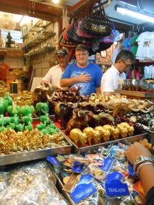 Pasar oleh2, di sekitar Wat Arun