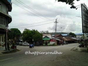 Pusat Kota Sabang, dulu di tempat ini tahun 1999 anak-anak bisa bermain bola sangkinkan sepi, jarang ada kenderaan melintas